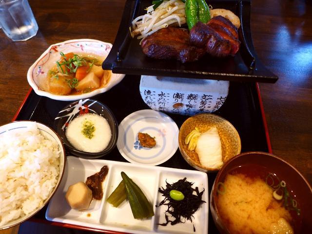 画像1: 本日のランチは福島区にある牛タン料理のお店「牛タン べこ串」に行きました。 牛タン料理を中心に、牛串焼きや居酒屋メニューがリーズナブルにいただけるお店です! ランチタイムはお値打ちの牛タンが楽しめる5種類のメニューが用意... emunoranchi.com