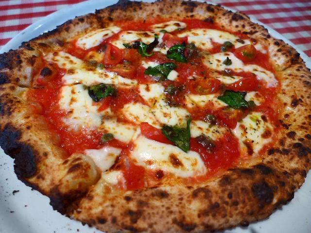画像1: 本日のランチは中央区内本町にあるイタリアンバル「ガーデンバール&コーヒージャパン」に行きました。 店内にある石窯で薪を使って焼かれる本格的なピザがとてもリーズナブルに食べられると教えていただき行ってきました! ランチメニ... emunoranchi.com