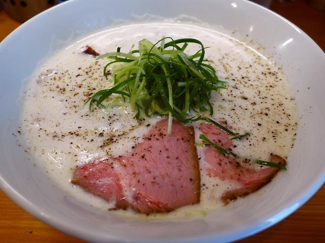 画像1: 本日のランチは谷町四丁目にあるラーメン屋さん「Ramen 辻」に行きました。 前回初めて行って、鶏豚骨白湯の泡泡スープのあまりの美味しさに感動したお店です! 前回は「醤油」をいただいたので、今回は「塩」(800円)をいた... emunoranchi.com
