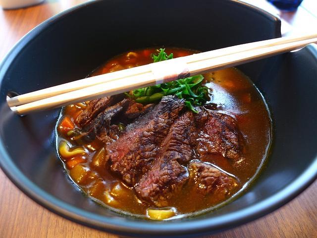 画像1: 本日のランチは梅田のヒルトン大阪1階にある影「MYPLACE CAFE & BAR (マイプレイス カフェ&バー)」に行きました。 3月31日にオープンしたばかりのカフェで、こちらの超高級カレーラーメンが食べてみたかった... emunoranchi.com
