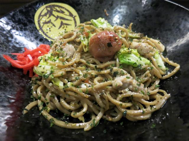 画像1: 前回紹介した川越の焼きそば居酒屋どーもを訪れたその前日、同じ埼玉県は行田市にある焼きそばバル飯島屋という店へも足を延ばしてみた。2015年9月にオープンしたお店で、やはり自家製の生麺を売りにしているらしい。 行田と言えば ... 続きを読む → yakitan.info