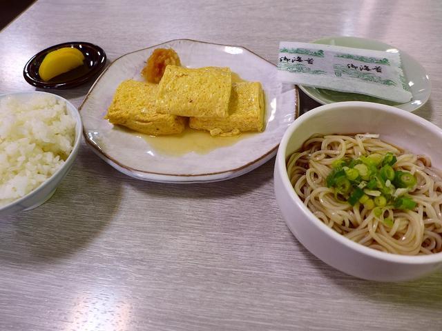 画像1: 本日のランチは恵美須町にあるお蕎麦屋さん「総本家 更科」に行きました。 新世界にあるこちらのお店は創業1907年ということで、110年もこの地で営業されている老舗で、もはや新世界のシンボルともいえるお店です。 今日はこち... emunoranchi.com