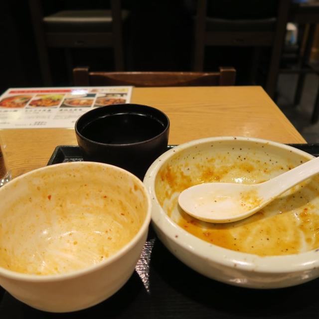 画像: もつ焼き栄司(東京駅/マルチョウ麻婆豆腐)