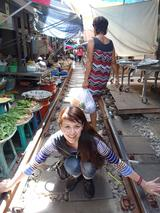 画像: タイで行きたい!メークロン線「傘折り市場」、水上、夜店、タイの市場は元気!