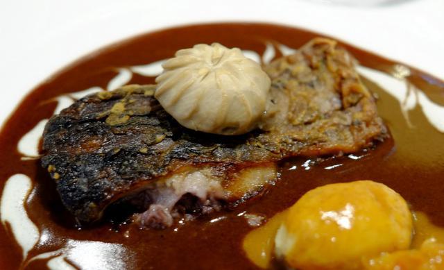画像: 「ルイ15世が食べた鯉料理。銀座トトキ」