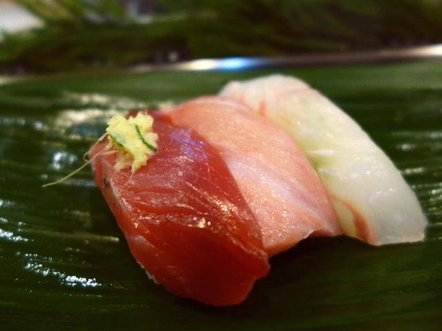 画像1: 本日のランチは築地市場内にあるお寿司屋さん「岩佐寿し」に行きました。 昨日に引き続き、今日も築地市場内で食べられるなんて、本当に幸せです(^^ 築地市場移転問題がこの先どうなってしまうのかわからない状態ではありますが、い... emunoranchi.com