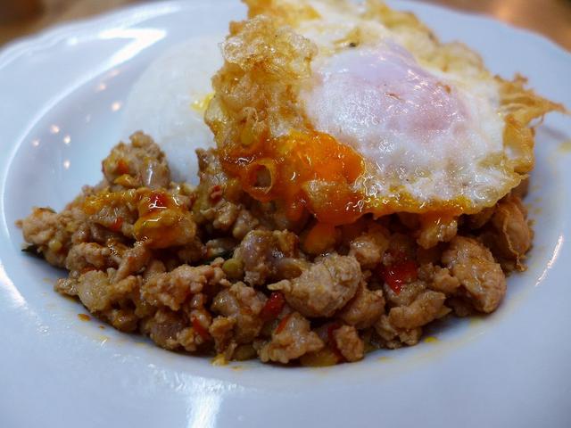 画像1: 本日のランチは吹田市にあるららぽーとエキスポシティの中にあるタイ料理のお店「マンゴツリーカフェ EXPOCITY」に行きました。 今年の4月にオープンしたばかりのお店です! タイ料理では定番の炒め物の「ガパオ」や麺類、ス... emunoranchi.com