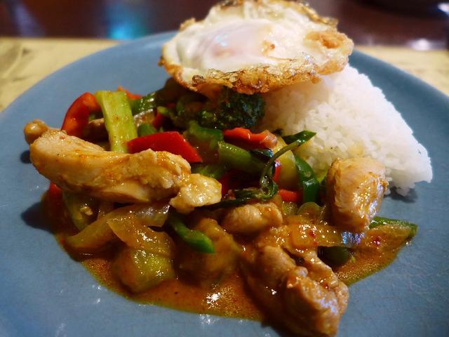 画像1: 本日のランチは北区大淀南にあるタイ料理のお店「Sweet Basil(スウィートバジル)」に行きました。 昨日タイ料理を食べてとても美味しくて、今日も食べたくなって、約6年ぶりに大好きなこちらのお店に行ってきました! 「... emunoranchi.com