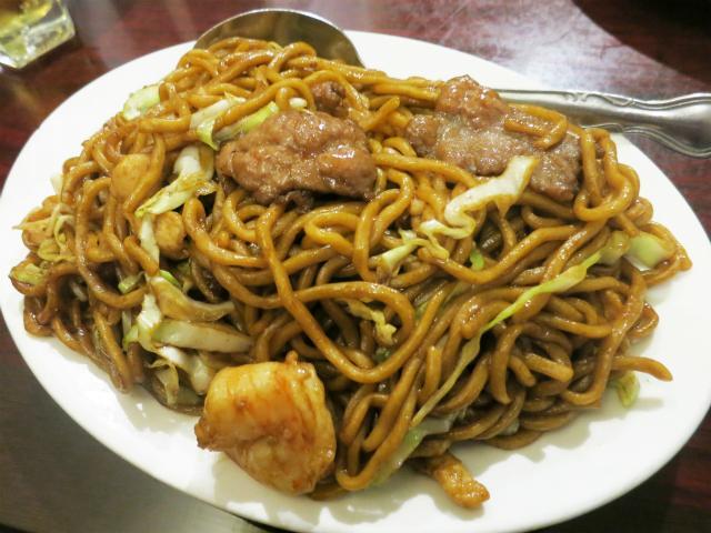 画像1: アメリカでの「焼きそば」の料理名だが、「チャウメン(Chow Mein)」や「フライド・ヌードル(Fried Noodles)」のほかに「ローメン(Lo Mein)」という呼び方も良く目にする。中華料理で「ローメン」と呼 ... 続きを読む → yakitan.info
