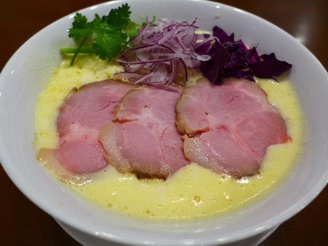 画像1: 本日のランチは西田辺にあるラーメン屋さん「RAMEN 風見鶏 阿倍野」に行きました。 お昼にちょうどこちら方面で仕事があったので、ずっと気になっていたこちらのお店に初めて行ってきました! 鶏白湯ラーメンが基本となって、そ... emunoranchi.com