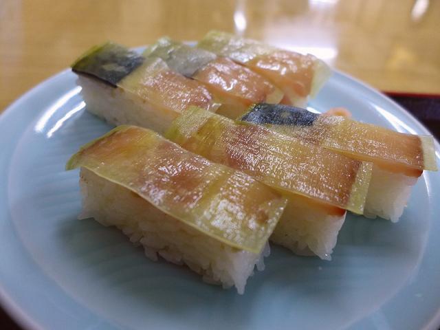 画像1: 本日のランチは吹田市にある御食事処「天ぷら食堂 魚徳」に行きました。 絶品のばってらと揚げたての美味しい天ぷらが食べられる私の大好きなお店に、5年ぶりに行ってきました! 「ばってらセット」(1200円) こちらのお店の2... emunoranchi.com