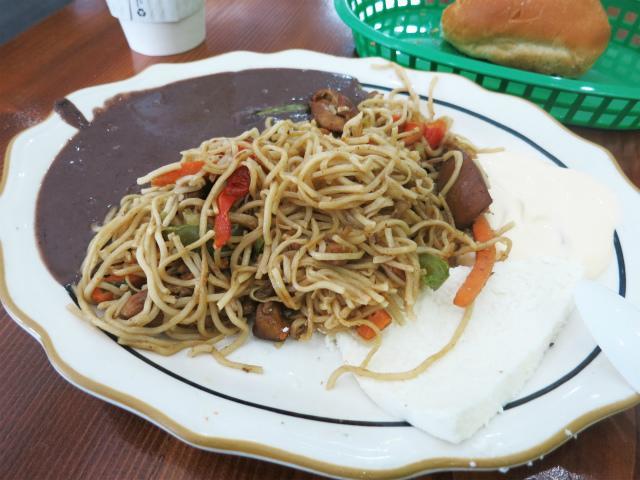 画像1: アメリカ西海岸の焼きそば特集。先週は中華系のあれこれをご紹介しましたが、今週はラテンアメリカ系の飲食店で食べた品々をご紹介します。今回訪れたサンフランシスコ・ロサンゼルスの属するカリフォルニア州は、ヒスパニック系の住民が ... 続きを読む → yakitan.info