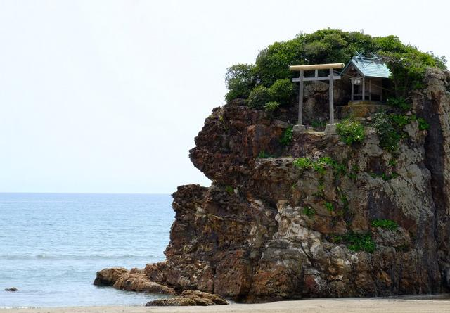 画像: 「稲佐の浜と出雲大社摂社 上宮(かみのみや)」