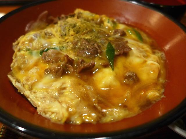 画像1: 本日のランチは福島区にあるお蕎麦屋さん「福島やまがそば」に行きました。 今朝見ていたテレビ番組の星占いで、今日の私のラッキーフードが「他人丼」だったので、今日は絶対他人丼を食べようと思いました(^^ さて、どのお店で他人... emunoranchi.com