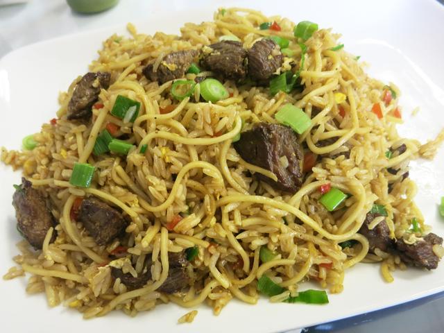 画像1: 以前、五反田のアルコイリスというペルー料理店の記事で、「チーファ(Chifa)」という料理ジャンルを紹介したことがある。ペルーなど南米諸国の現地の料理と、中国移民がもたらした調味料や技法が融合し、独特な中華料理として結実 ... 続きを読む → yakitan.info