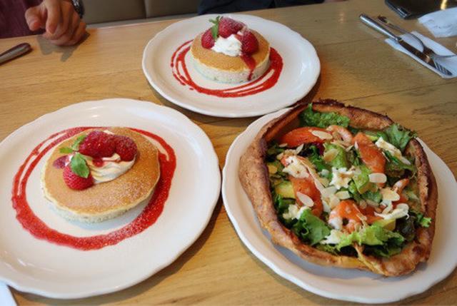 画像: 皿盛りデザート(アシェッデセール)みたいなパンケーキ