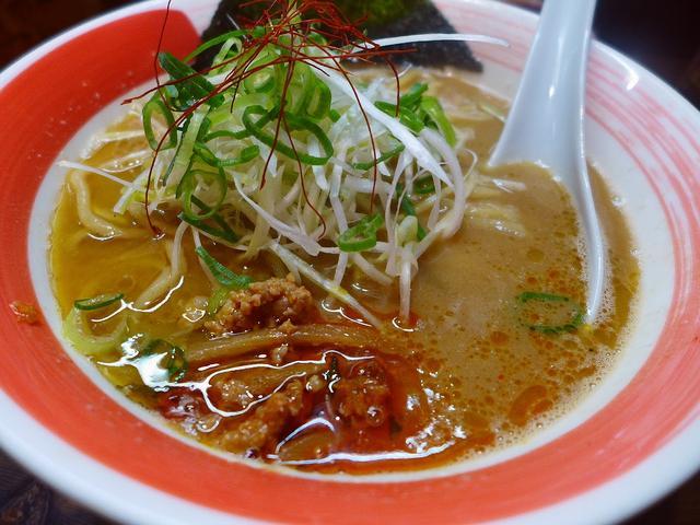 画像1: 本日のランチは新梅田食道街にあるラーメン屋さん「古今亭」に行きました。 前回初めてこのお店で「鶏白湯ラーメン」食べて、そのあまりの濃厚な味にハマってしまい、どうしても食べたくなって行ってきました(^^ 「濃厚鶏白湯らーめ... emunoranchi.com