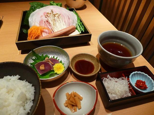 画像: 美味しい京もち豚のしゃぶしゃぶが綺麗な個室でゆったりいただけます! 福島区 「大阪豚しゃぶの会 福島邸」