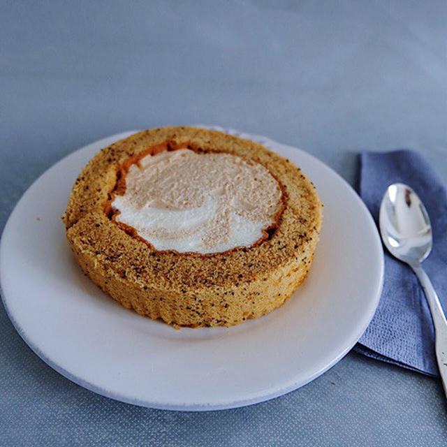 画像: ローソン ウチカフェ・プレミアム スパイス香るチャイのロールケーキ