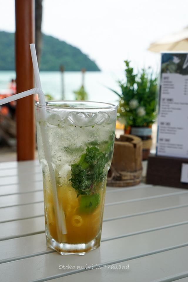 画像: ピピ島のViewPointへ(タイ)