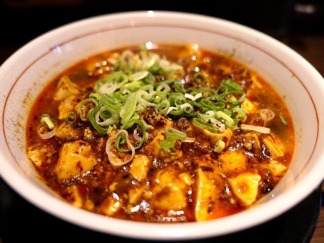 画像: 本格四川の味わいの麻婆豆腐と手作りのモチモチ極太麺の相性が抜群です! 淀川区十三東 「四川料理 芙蓉麻婆麺」