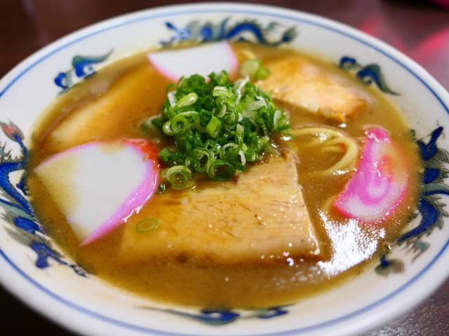 画像: 豚骨の旨みが濃厚でこってりながらも後味すっきりの和歌山ラーメン! 和歌山県 「山為食堂」