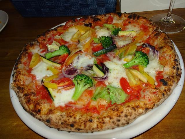 画像: <隠れ家>「ピッツェリアグランデ」のカウンターで楽しく飲もう♪