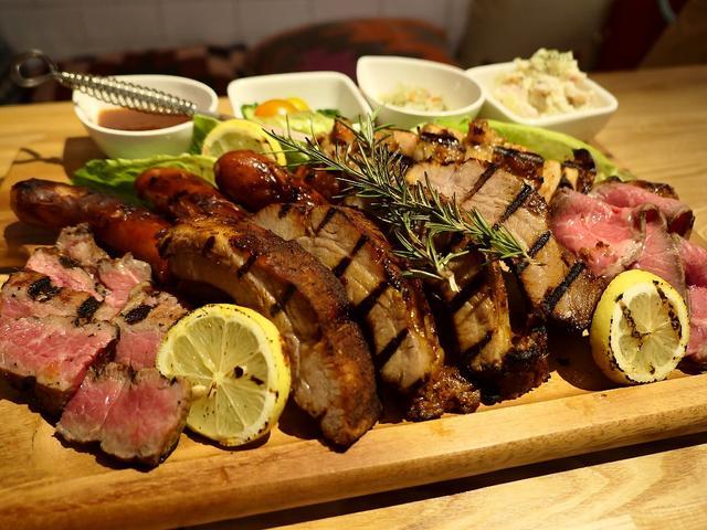 画像: 梅田のど真ん中でグランピング気分を楽しみながら豪快に美味しいお肉がいただけます! 梅田 「Meat Camp (ミートキャンプ)」