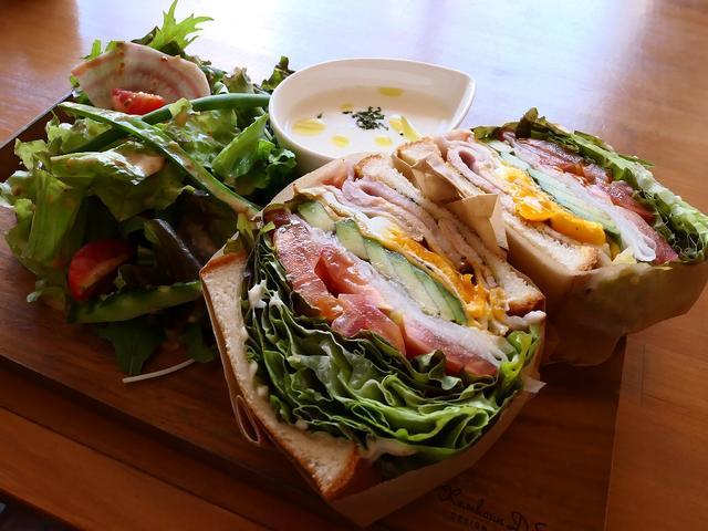 画像: ゆったりとした空気の流れる居心地抜群のカフェで野菜がたっぷり摂れるボリューム満点のわんぱくサンド! 福島区 「CAFE BEATO」