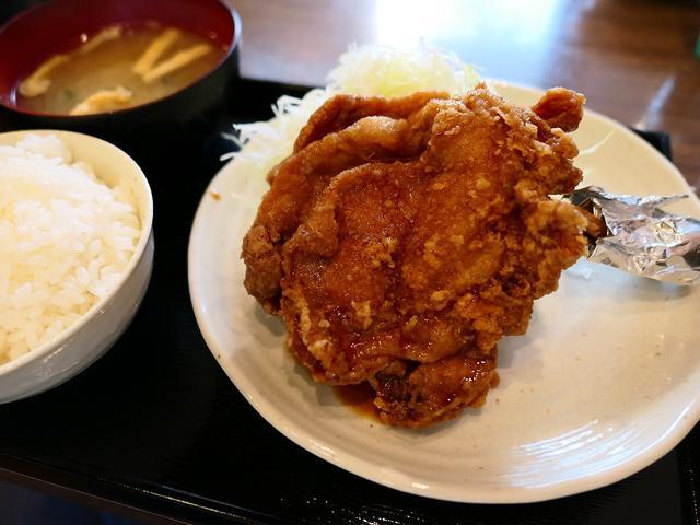 画像: 巨大で迫力満点の海賊モモ肉は予想以上の美味しさでした! 東三国 「南蛮食道」