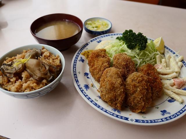画像: 和洋中なんでも揃う市場の食堂の名物カキフライとかきめしは絶品でした! 築地市場内 「磯野家」