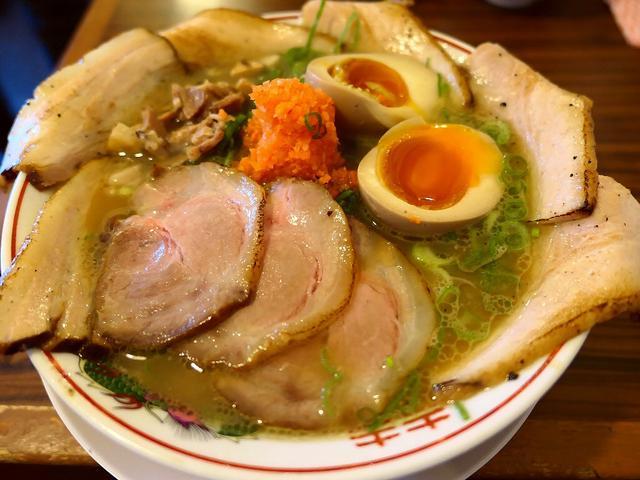 画像: 奇をてらわないすっきりした味わいのライト鶏白湯は何故か癖になってしまいます! 尼崎市 「麺屋 壱志」