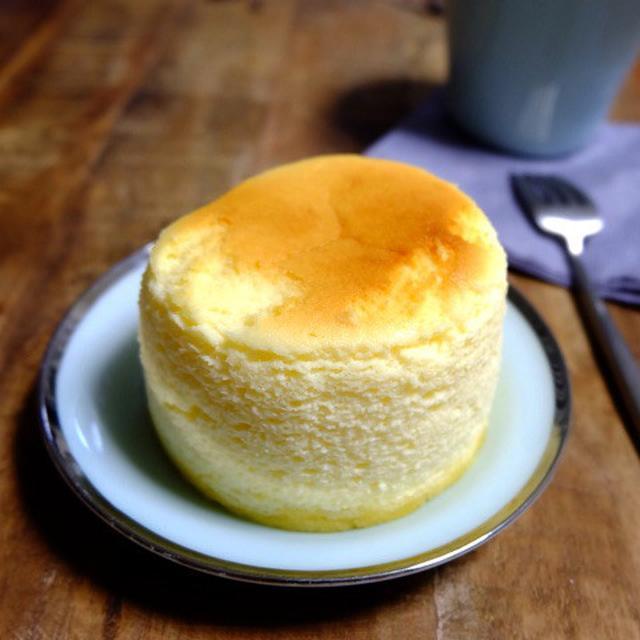 画像: ファミリーマート・ふんわりしっとりチーズスフレ