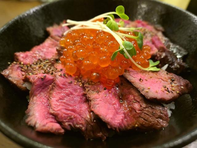 画像: ジューシーなお肉といくらの旨みが一度に楽しめる『にくら丼』が登場しました! 心斎橋 「ロマン亭 心斎橋店」