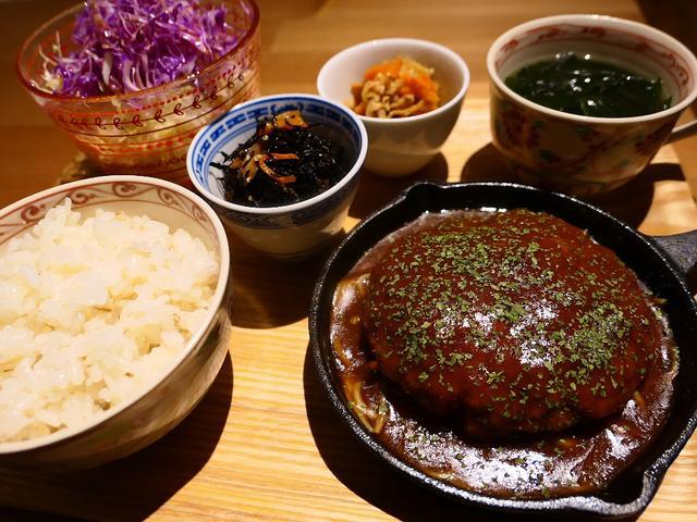 画像: しっかり煮込まれたトロトロのハンバーグと美味しいお惣菜のお値打ちランチセット! 心斎橋 「Natural Sapple(ナチュラル・サプリ)」