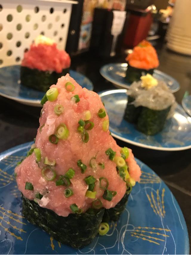 画像: メガ盛り回転寿司♡