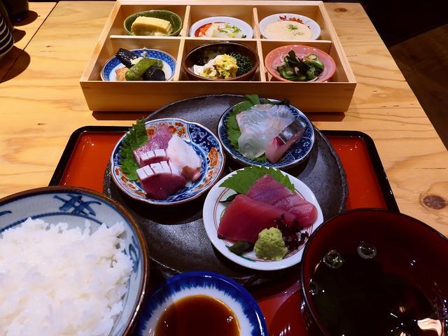 画像: お昼から思わず飲みたくなってしまうランチは凄いボリュームで驚異的にお値打ちで大満足です! ルクア大阪 「魚屋スタンドふじ子」