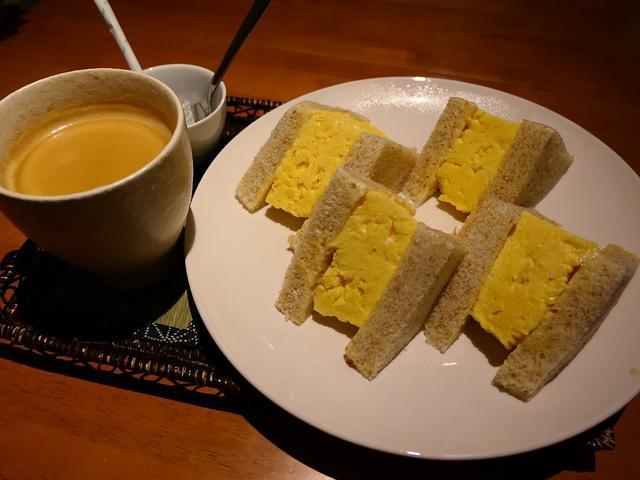 画像: 抜群の味付けの厚焼き玉子サンドは玉子もパンもふわふわで満足感が高すぎます! 心斎橋 「Natural Sapple(ナチュラル・サプリ)」