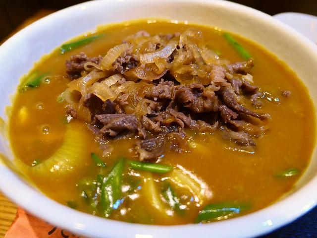 画像: お出汁が効きまくりのカレーうどんに甘辛い和牛肉をトッピングすると最高です! 豊中市 「うどん屋 山善」