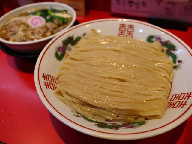 画像: 幻の小麦『はるゆたか』配合の自家製麺の濃厚な甘みと感動的な風味は唯一無二の美味しさです! 西区新町 「カドヤ食堂」