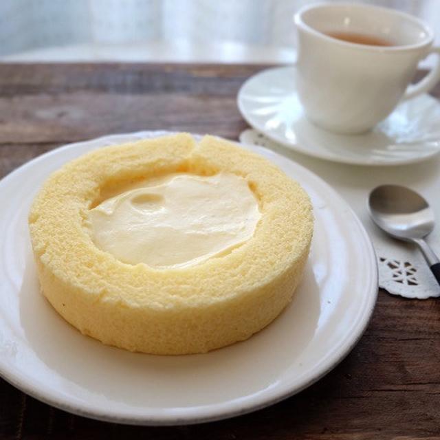 画像: ファミリーマート・窯出しプリンのロールケーキ