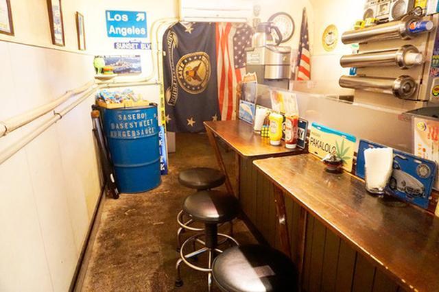 画像: 【長崎】防空壕の中にある佐世保バーガー店♪@ベースストリート