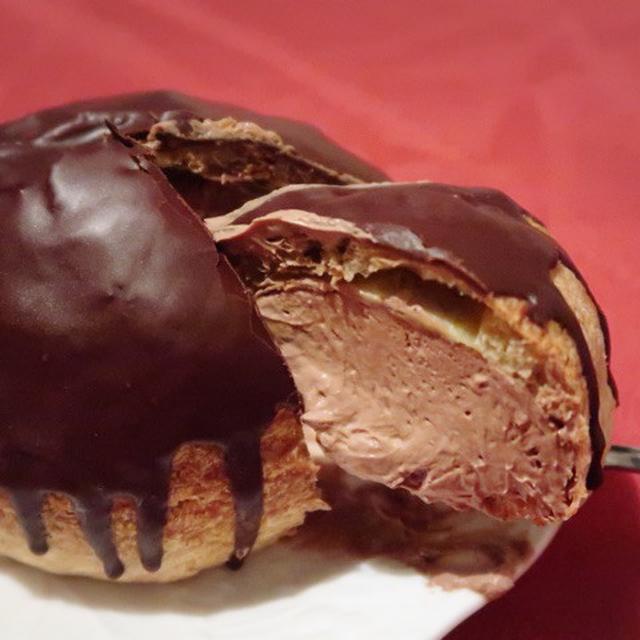 画像: 巨大!ローソン ・シュー・ア・ラ・クレーム 生チョコクリーム
