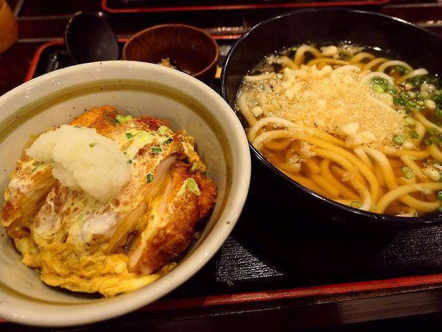 画像: 木酢鶏のかつ丼とうどんのボリューム満点のお得ランチ! 北区大淀南 「木酢鶏黒石焼とうどん 讃」