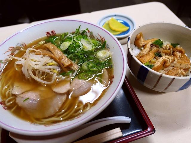 画像: 都会のど真ん中で昭和の雰囲気が残る食堂の優しい味わいの中華そばに癒やされます。 京都市下京区 「萬福」