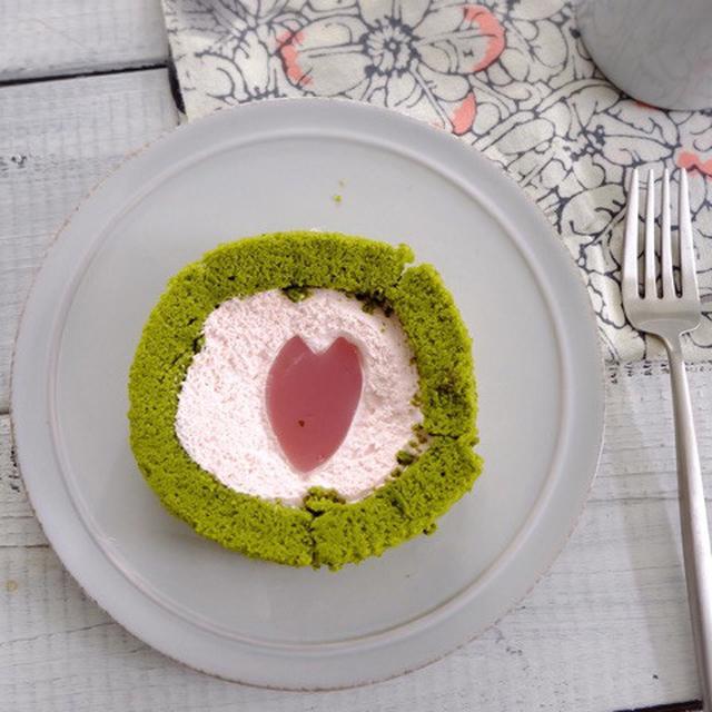 画像: ローソン ウチカフェ・桜と抹茶のロールケーキ~はる・はろう・ろうる~