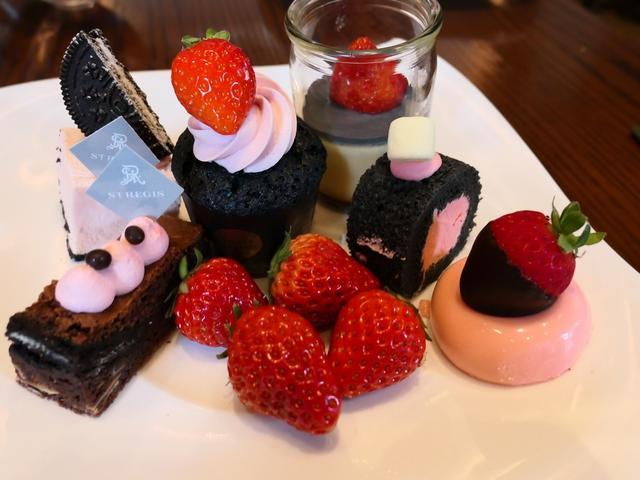 画像: イチゴのピンクと活性炭の黒がテーマのストロベリーブッフェ! セントレジスホテル大阪 「フレンチビストロ ル ドール」
