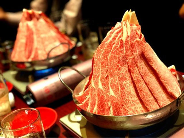 画像: 神戸牛 山盛り!「なべ肉や なべ彦」ピリ辛すき焼き風鍋