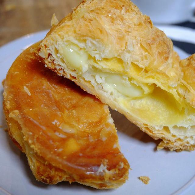 画像: ローソンウチカフェ・パイ仕立てのクイニーアマン カスタードクリーム入り