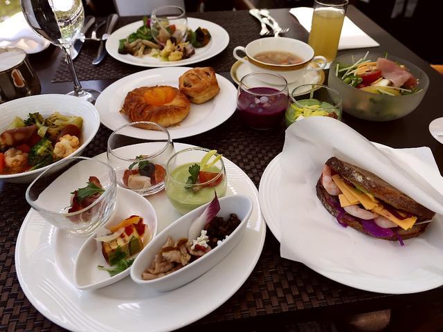 画像: ピクニック気分が味わえる居心地抜群の空間で野菜がたっぷり摂れる満足感が高すぎるブッフェランチ! ウェスティンホテル大阪 「アマデウス」